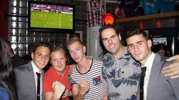Santiago Arias en Gaston Pereiro in het PSV - Supportershome (foto's)